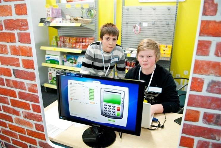 children_next_to_computer